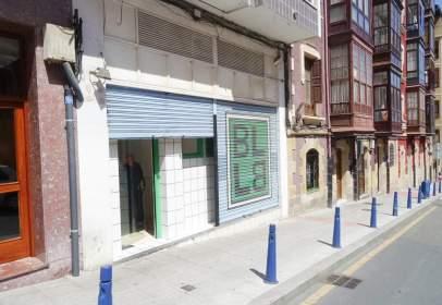 Local comercial en Frente Al Colegio Maestro Zubeldia