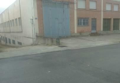 Nau industrial a Avenida Mirabueno
