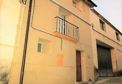 Casa adosada en Avenida Somontano, nº 02