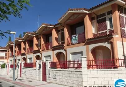 Casa pareada en calle Pedro Fdz de Velasco, nº 1