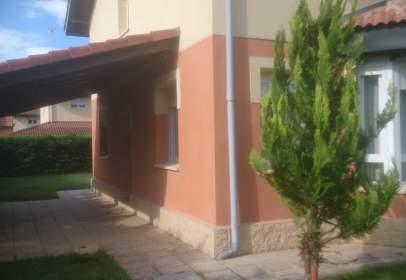 Casa aparellada a calle Juan Cuevas González, nº 45