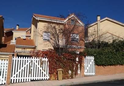 Chalet pareado en calle Prados de la Casa, 65