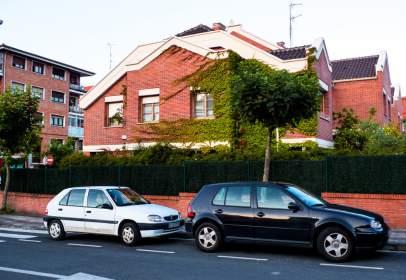Chalet adosado en calle Gobelalde, nº 000