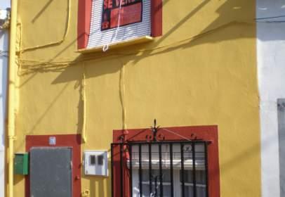 Casa adossada a calle de la Oliva, nº 17
