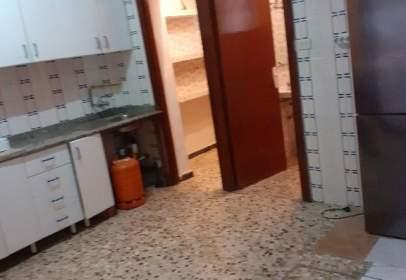 Casa adossada a Avenida de Mario Spreafico, nº 1000