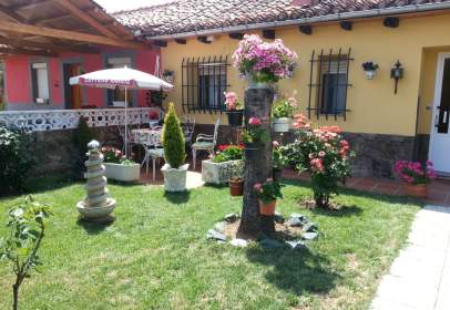 Casa adosada en calle de la Vega, nº 6