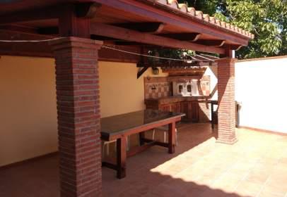 Casa adosada en calle calle Jacinto Benavente, nº 5