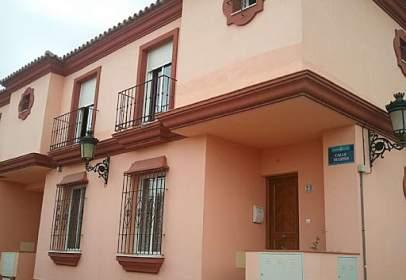Casa adosada en calle del Tulipán, 23